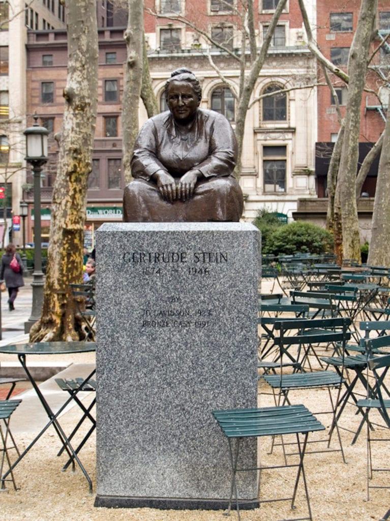 Stein Statue